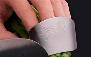 Evita los cortes en la cocina. Consejos de mantenimiento en negocios de hostelería. Hostelería Ecuador